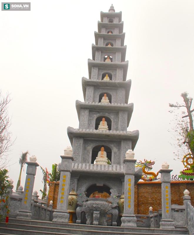 Những pho tượng dát vàng trong đền thờ độc đáo bậc nhất Việt Nam - Ảnh 16.