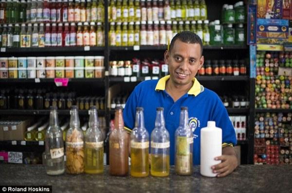 Người dân Venezuela tuyệt vọng cậy nhờ vào tà thuật để chữa bệnh - Ảnh 7.