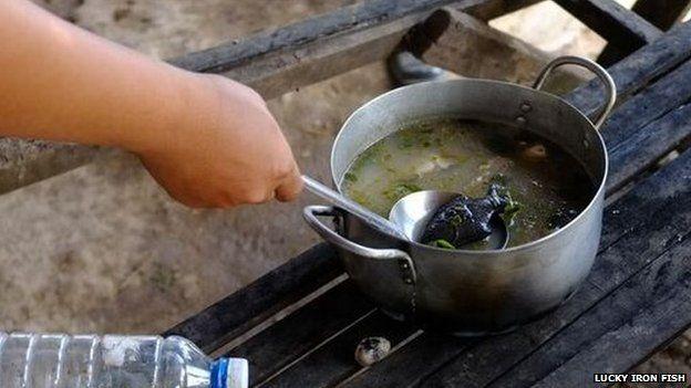 Câu chuyện thú vị về con cá sắt trong bữa cơm của người Campuchia - Ảnh 2.