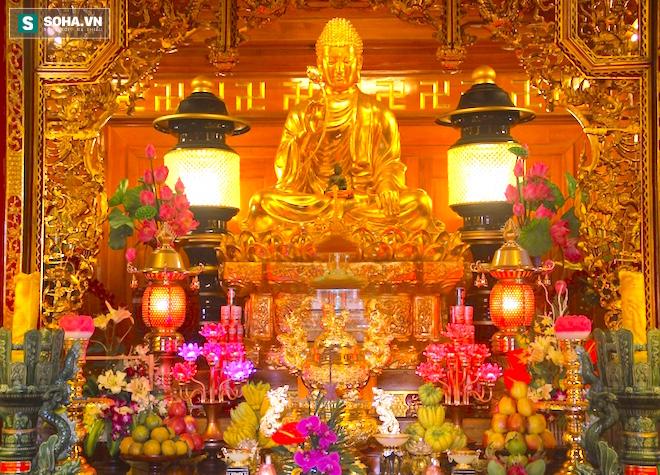 Những pho tượng dát vàng trong đền thờ độc đáo bậc nhất Việt Nam - Ảnh 21.