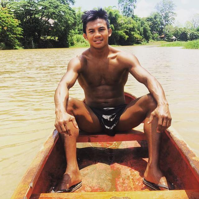 Thánh Muay Thái đi mò tôm, bắt cá, sống như Tarzan tại VN - Ảnh 5.