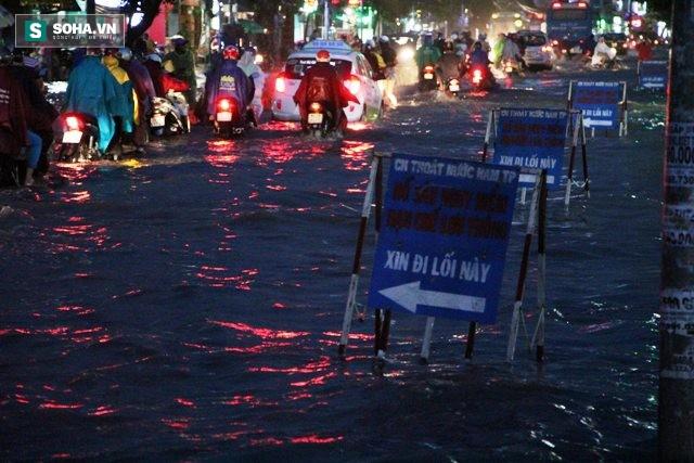[ẢNH] Triều cường dâng cao, Sài Gòn biến thành biển nước - Ảnh 14.