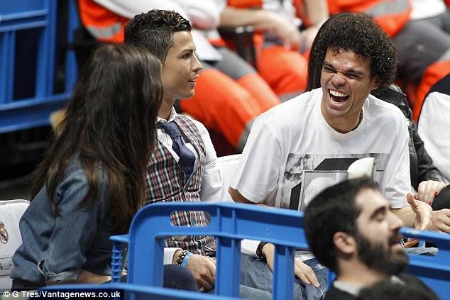 Gã xấu trai, xấu tính nâng bước Ronaldo đến chức vô địch Euro - Ảnh 3.