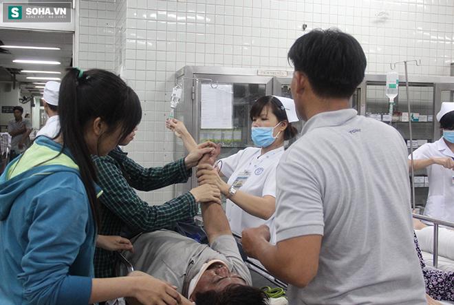 Chuyện ở phòng cấp cứu (1): Ma men chửi, đánh y tá, nôn thốc nôn tháo lên người bác sĩ - Ảnh 3.