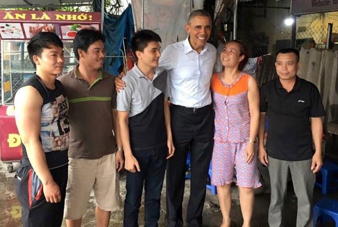 15 hình ảnh thân thiện của Tổng thống Obama ở Việt Nam - Ảnh 7.