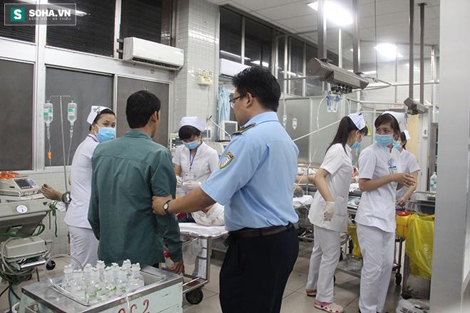 Chuyện ở phòng cấp cứu (1): Ma men chửi, đánh y tá, nôn thốc nôn tháo lên người bác sĩ - Ảnh 5.