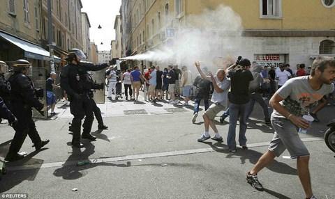 Pháp ra tuyệt chiêu ngăn chặn bạo loạn leo thang - Ảnh 2.
