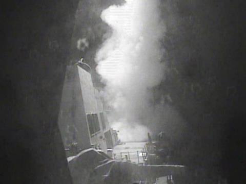 Vụ tàu chiến Mỹ suýt trúng tên lửa: Lực lượng nào đã tấn công? - Ảnh 2.