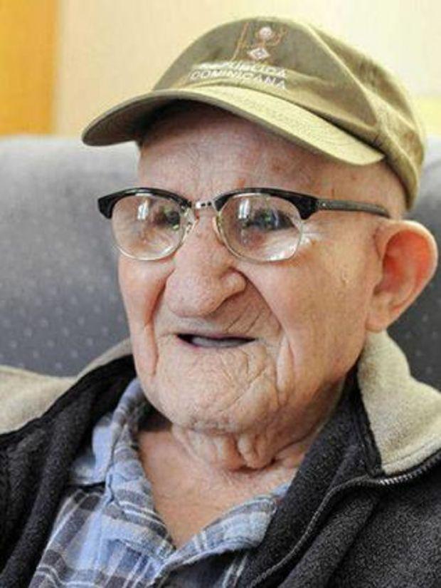 Người đàn ông cao tuổi nhất thế giới: Tôi đã ăn 1 quả chuối đều đặn mỗi ngày - Ảnh 1.