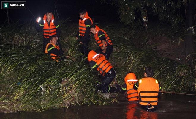 Hơn 100 người xuyên đêm tìm bé trai bị nước cuốn trôi xuống cống - Ảnh 13.