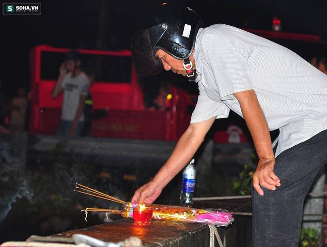 Hơn 100 người xuyên đêm tìm bé trai bị nước cuốn trôi xuống cống - Ảnh 17.