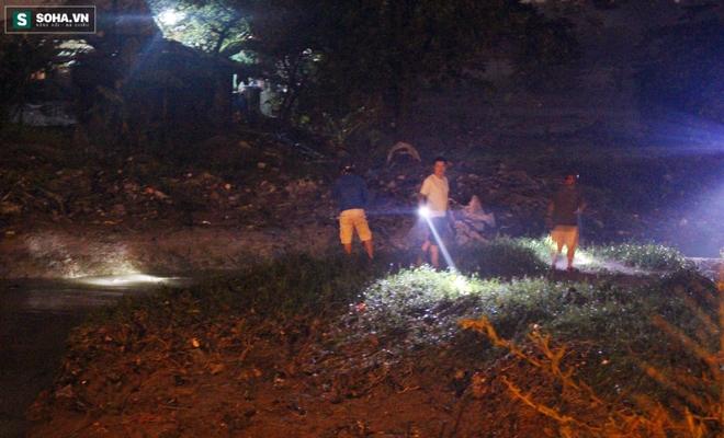 Hơn 100 người xuyên đêm tìm bé trai bị nước cuốn trôi xuống cống - Ảnh 7.