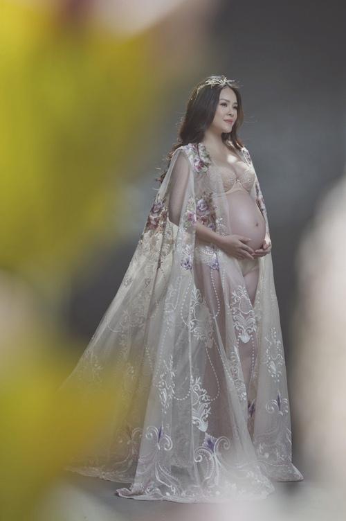 Dương Cẩm Lynh mặc gợi cảm khoe bụng bầu 9 tháng - Ảnh 6.