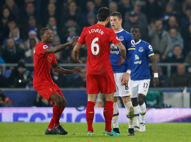 Sau cú tắc bóng ghê rợn với đội trưởng Liverpool, sao Everton được tha thứ bởi điều này - Ảnh 6.