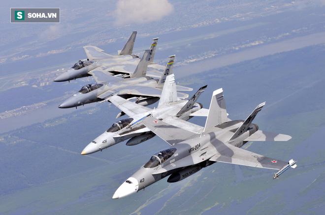 Bầu trời rực lửa: Tiêm kích Mỹ ngang nhiên giả dạng Không quân Nga! - Ảnh 2.