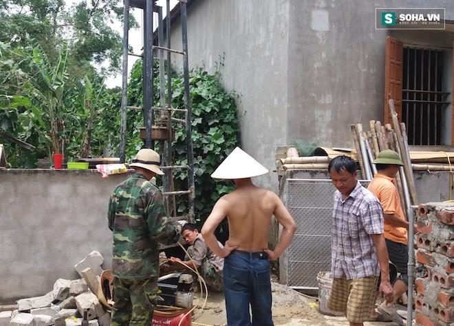 Clip: Lửa ngùn ngụt cháy từ lỗ giếng khoan ở Nghệ An - Ảnh 5.