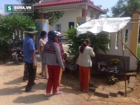Người dân đổ xô đến cúng bái gốc chuối kỳ lạ ở Thừa Thiên Huế - Ảnh 3.