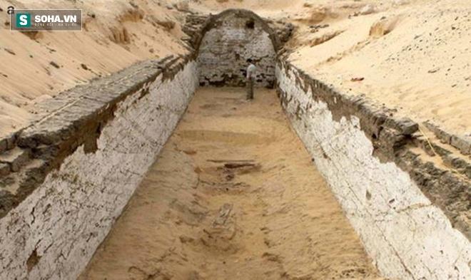 Phát hiện ký tự lạ niên đại 3800 năm gần hầm mộ pharaoh ở Ai Cập - Ảnh 1.
