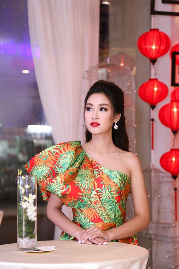 Hoa hậu Đỗ Mỹ Linh và điều dở trong cách ăn mặc - Ảnh 8.