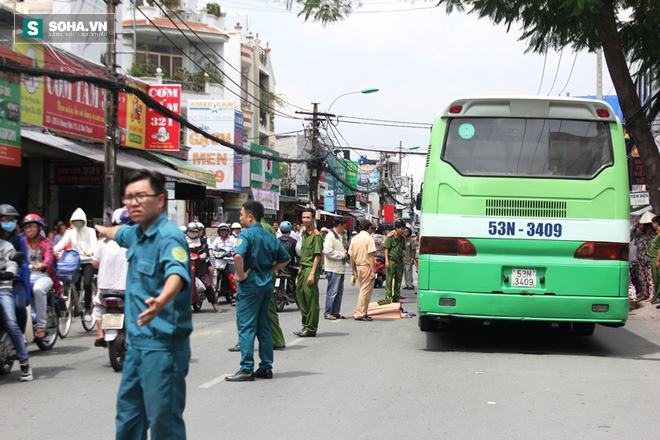 Người phụ nữ bán khoai lang tử vong sau va chạm xe buýt - Ảnh 3.