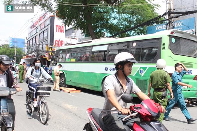 Người phụ nữ bán khoai lang tử vong sau va chạm xe buýt - Ảnh 1.