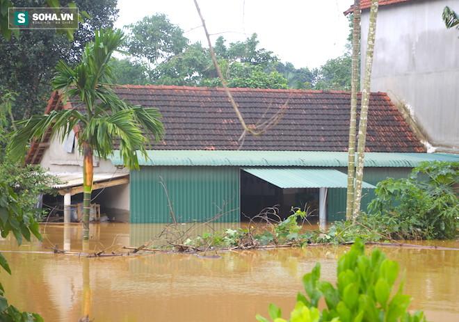 Hà Tĩnh: Trời mưa lớn, nhà máy thủy điện Hố Hô đang xả lũ trong đêm - Ảnh 1.