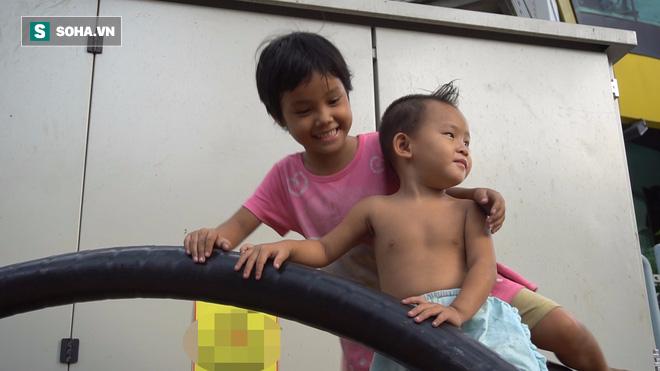 Vợ chồng nhặt ve chai sống trong chiếc xe đẩy vỏn vẹn 1 mét vuông ở Sài Gòn - Ảnh 3.