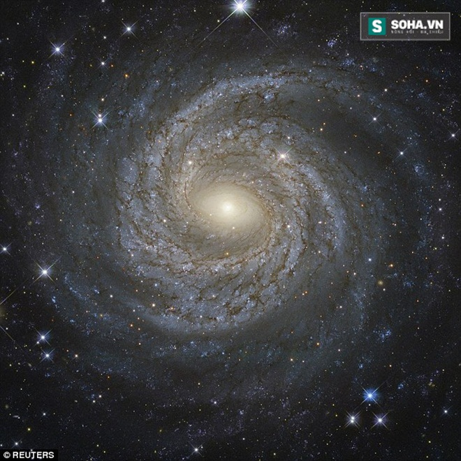 Phát hiện siêu lỗ đen ở trung tâm thiên hà kỳ dị - Ảnh 1.