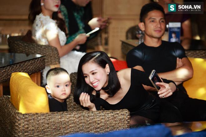 Thái Thuỳ Linh gửi con trong bệnh viện để đi diễn - Ảnh 3.