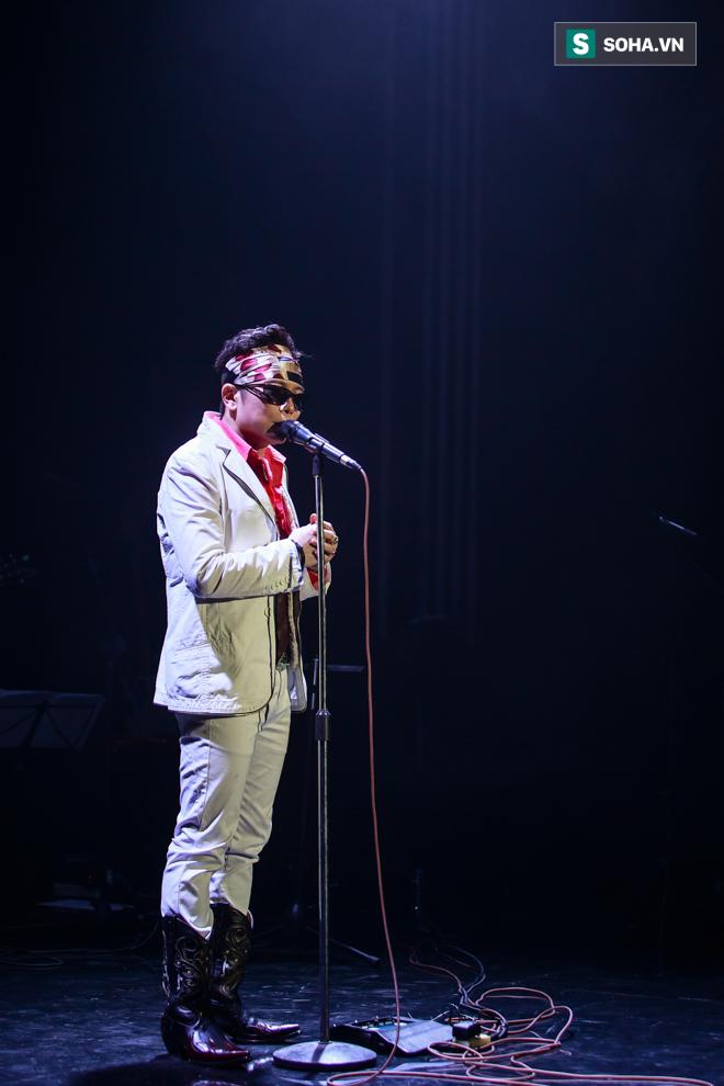 Jimmii Nguyễn không thèm trả lời trước yêu cầu khiêu khích của khán giả - Ảnh 2.