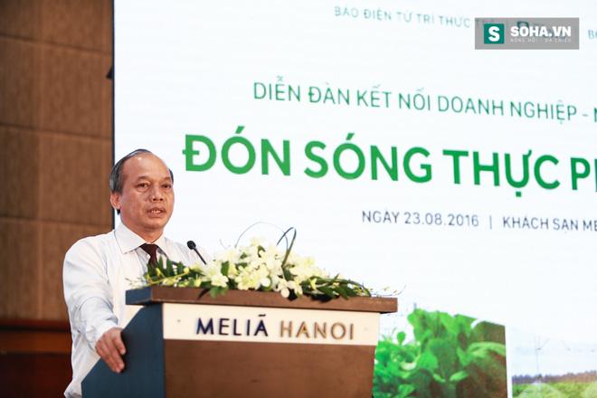 Ông Bộ trưởng NN&PTNT rơi nước mắt khi người bán rau hất gánh rau xuống đường - Ảnh 3.
