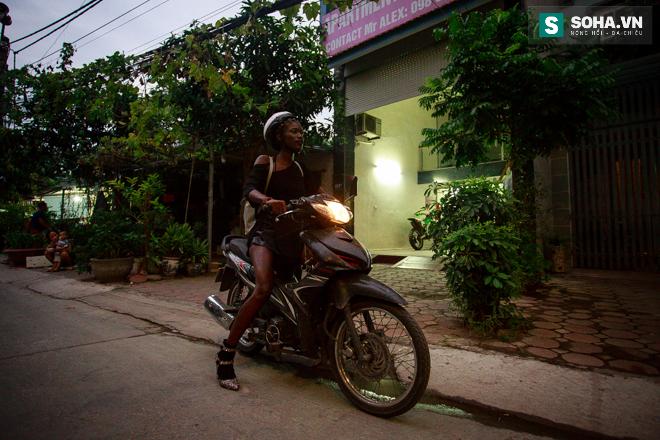 Cuộc sống mưu sinh của người mẫu Châu Phi tại Việt Nam - Ảnh 8.