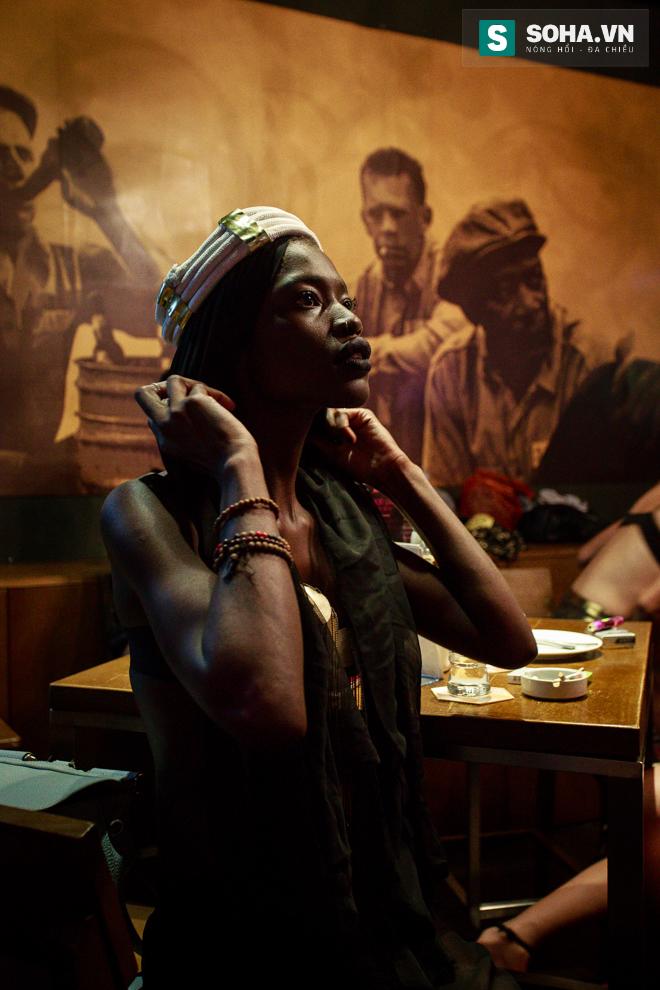 Cuộc sống mưu sinh của người mẫu Châu Phi tại Việt Nam - Ảnh 12.