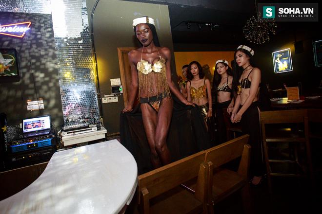 Cuộc sống mưu sinh của người mẫu Châu Phi tại Việt Nam - Ảnh 14.