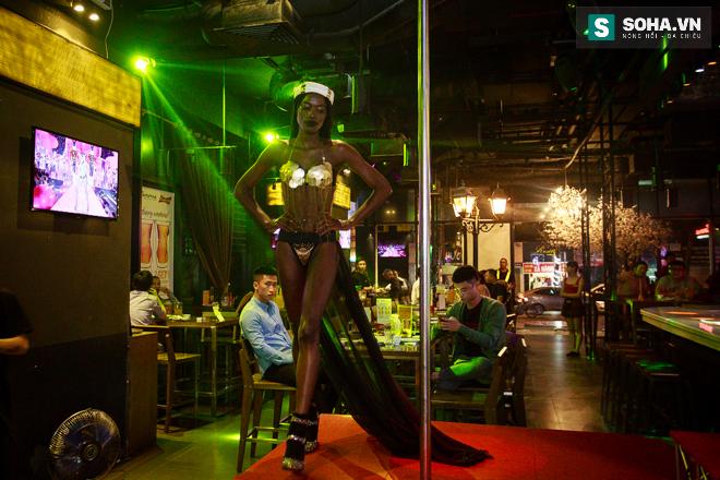 Cuộc sống mưu sinh của người mẫu Châu Phi tại Việt Nam - Ảnh 15.