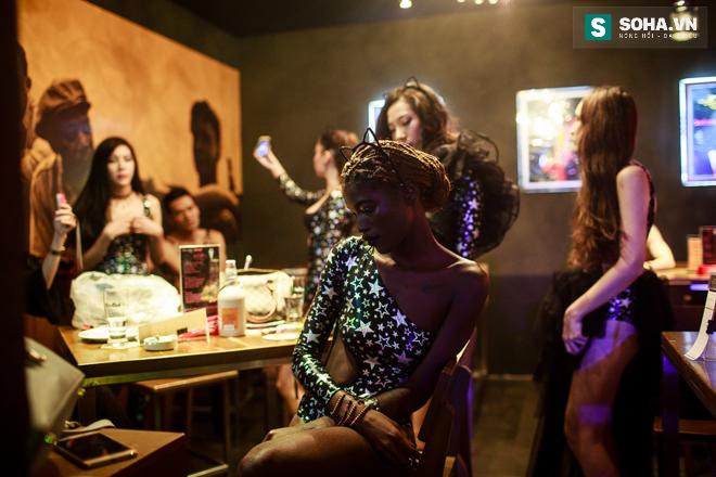 Cuộc sống mưu sinh của người mẫu Châu Phi tại Việt Nam - Ảnh 24.
