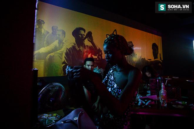 Cuộc sống mưu sinh của người mẫu Châu Phi tại Việt Nam - Ảnh 27.