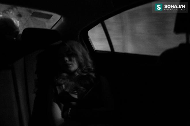 Thay đồ trên ô tô và cuộc sống sau 12h đêm của hot girl nóng bỏng Linh Miu - Ảnh 3.