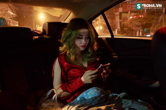 Thay đồ trên ô tô và cuộc sống sau 12h đêm của hot girl nóng bỏng Linh Miu - Ảnh 1.