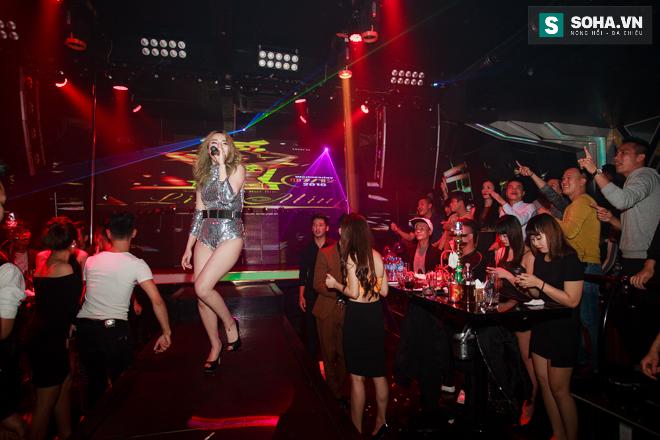 Thay đồ trên ô tô và cuộc sống sau 12h đêm của hot girl nóng bỏng Linh Miu - Ảnh 12.