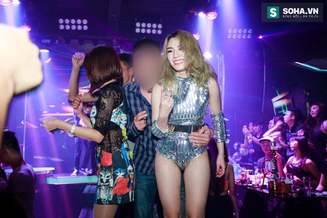 Thay đồ trên ô tô và cuộc sống sau 12h đêm của hot girl nóng bỏng Linh Miu - Ảnh 17.