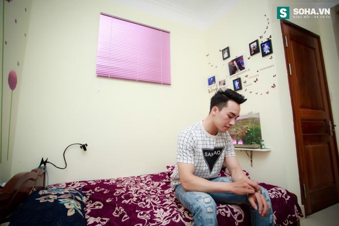 Cuộc sống khó tin của hot boy Việt: Ngày sửa điện thoại, tối làm vũ công nóng bỏng - Ảnh 1.