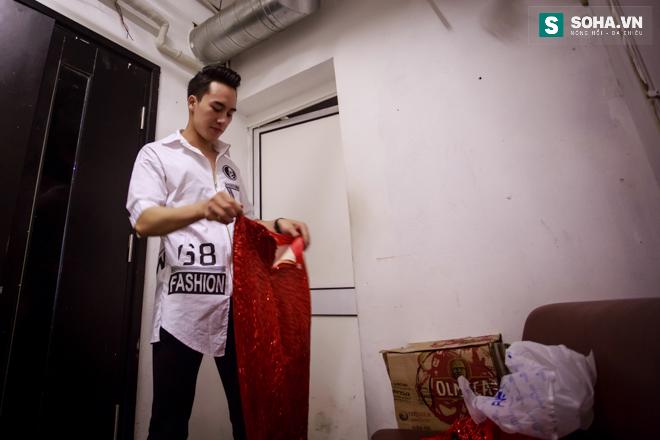 Cuộc sống khó tin của hot boy Việt: Ngày sửa điện thoại, tối làm vũ công nóng bỏng - Ảnh 18.