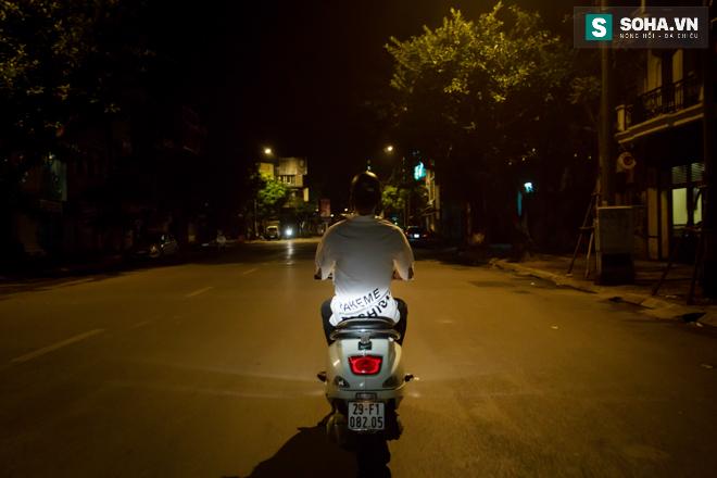Cuộc sống khó tin của hot boy Việt: Ngày sửa điện thoại, tối làm vũ công nóng bỏng - Ảnh 29.