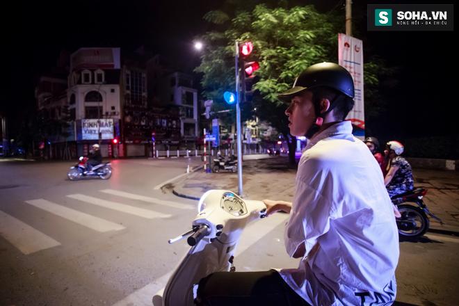 Cuộc sống khó tin của hot boy Việt: Ngày sửa điện thoại, tối làm vũ công nóng bỏng - Ảnh 28.