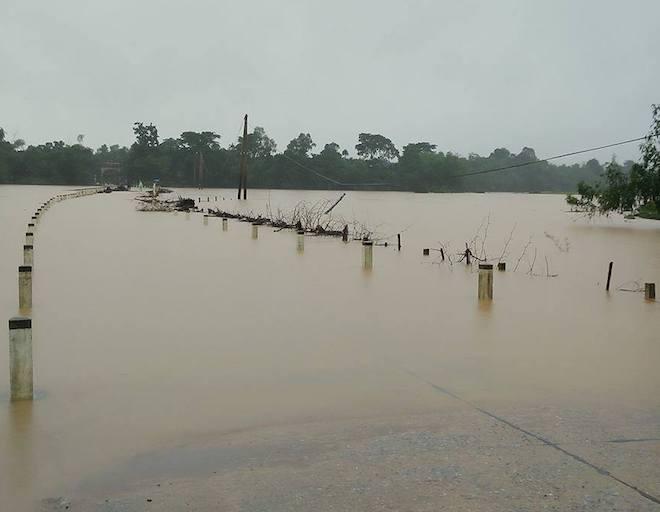 Hàng trăm nhà dân ở Hà Tĩnh bị ngập, hơn 30 nghìn học sinh phải nghỉ học - Ảnh 2.