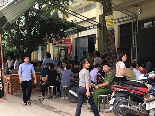Hình ảnh 2 đám tang trên cùng một con phố ở Yên Bái - Ảnh 1.