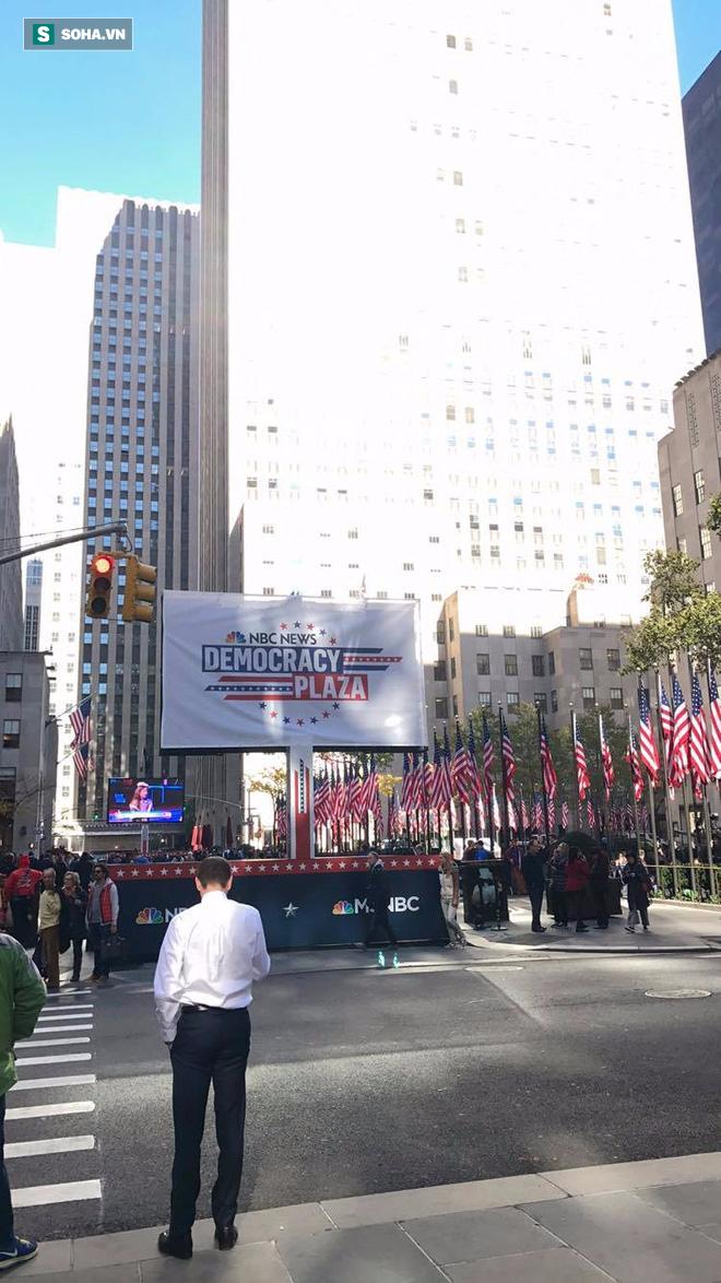 Bầu cử tổng thống Mỹ 2016: Trump bị la ó khi đi bỏ phiếu ở New York - Ảnh 4.