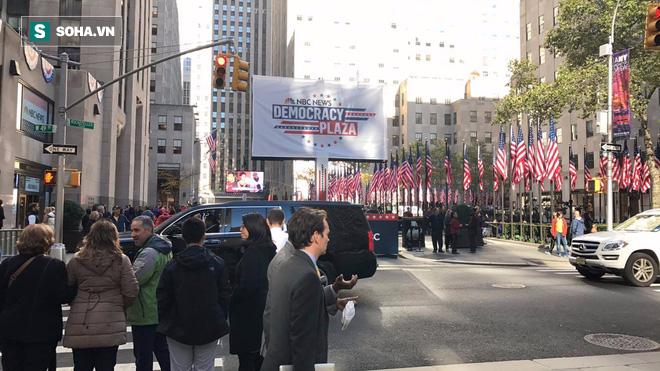 Bầu cử tổng thống Mỹ 2016: Trump bị la ó khi đi bỏ phiếu ở New York - Ảnh 3.