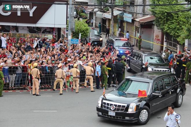 Người dân TP HCM hào hứng chào đón đoàn xe TT Mỹ Obama - Ảnh 13.